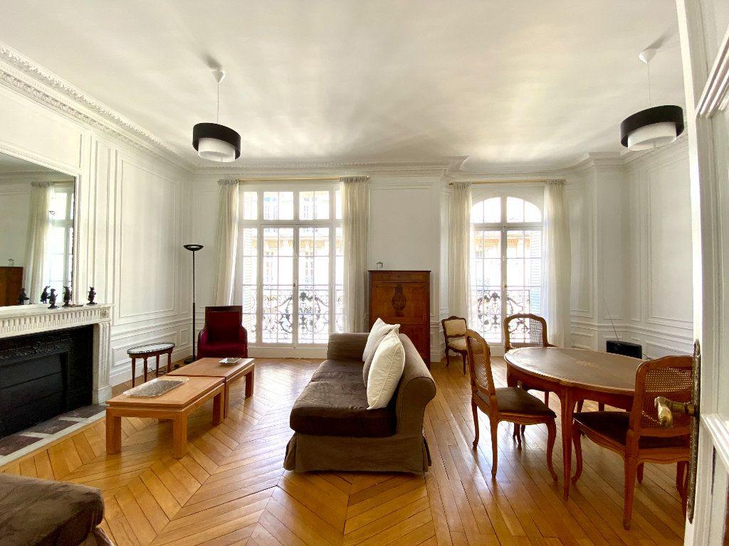 Appartement à louer 4 110.31m2 à Paris 16 vignette-1