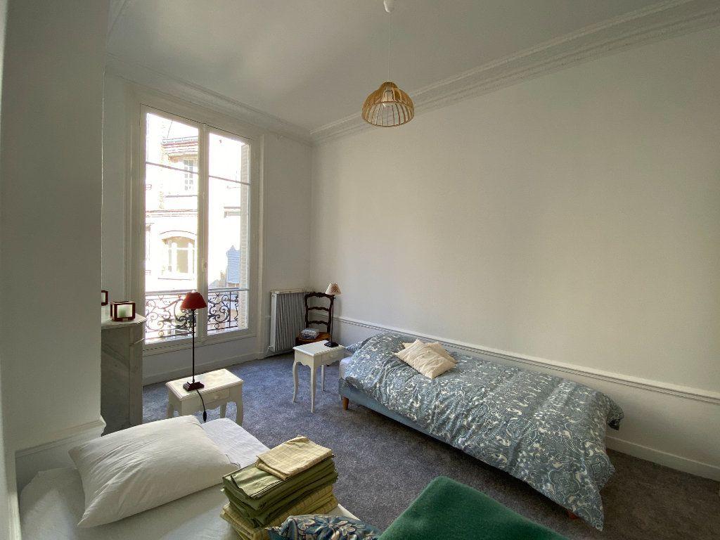 Appartement à louer 4 110.31m2 à Paris 16 vignette-3