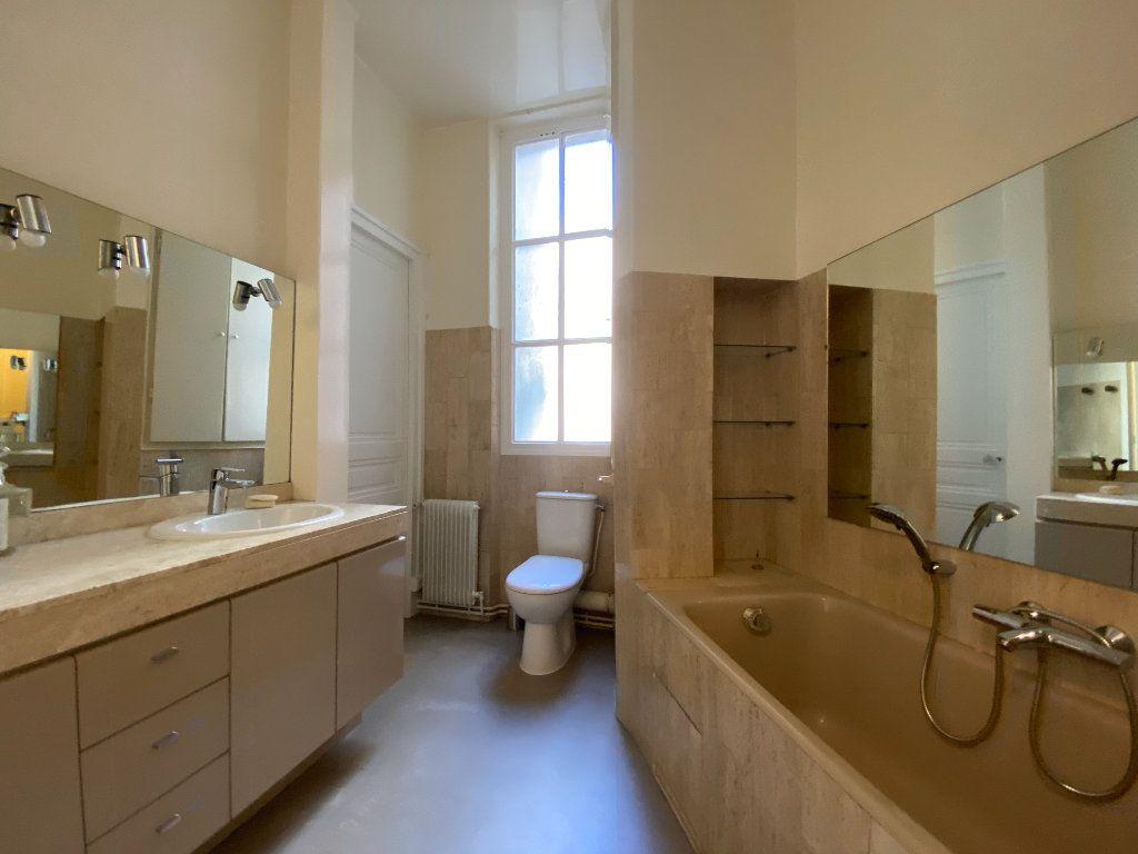 Appartement à louer 4 110.31m2 à Paris 16 vignette-6
