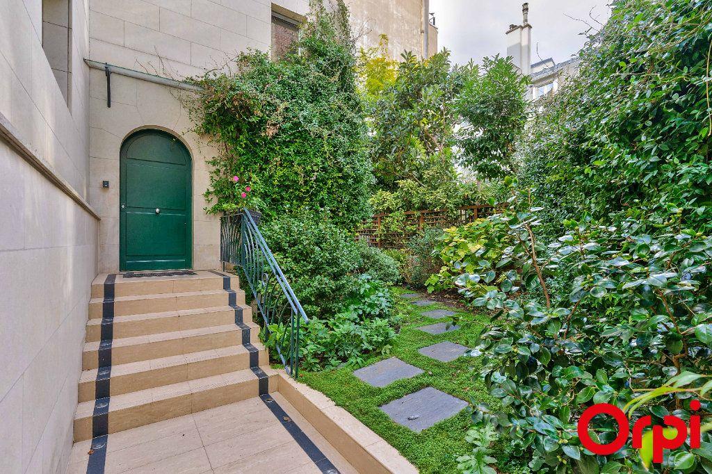 Maison à vendre 8 190.41m2 à Paris 16 vignette-1