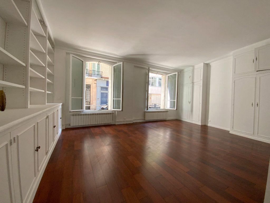 Appartement à louer 3 55.64m2 à Paris 16 vignette-1