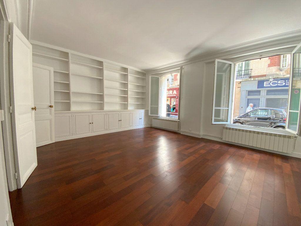 Appartement à louer 3 55.64m2 à Paris 16 vignette-3