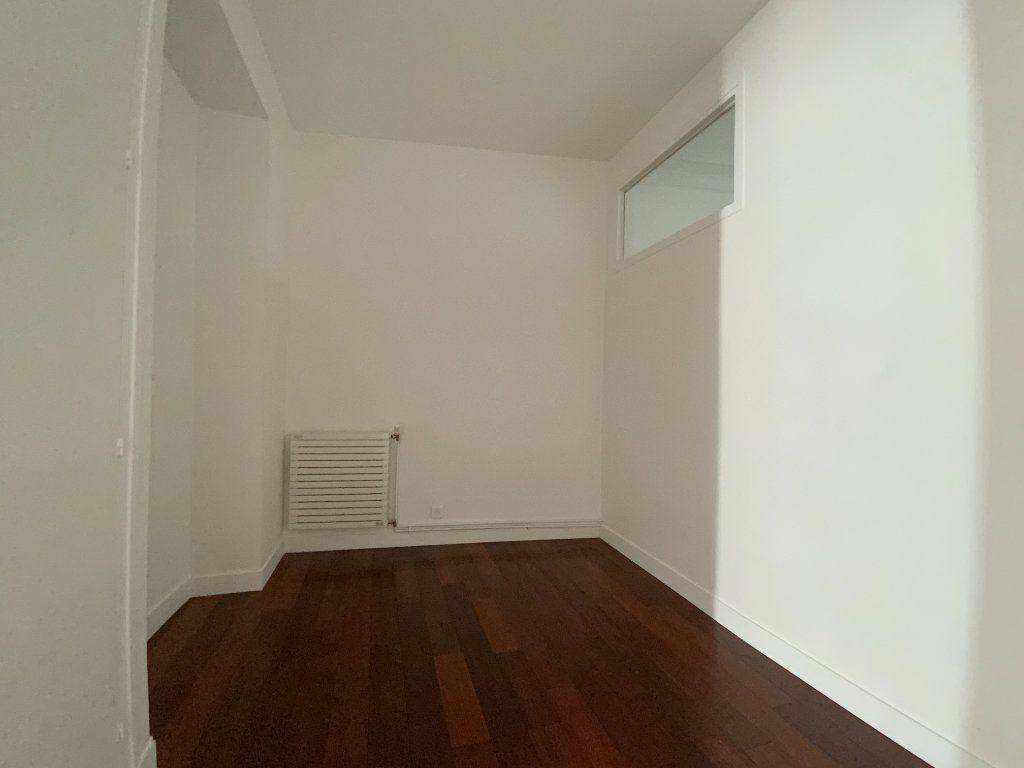 Appartement à louer 3 55.64m2 à Paris 16 vignette-8