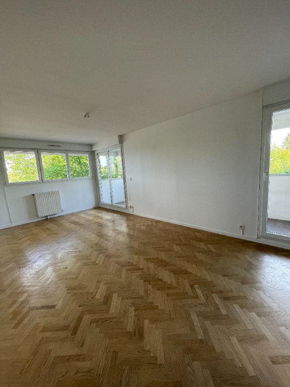 Appartement à louer 4 81.57m2 à Guyancourt vignette-1