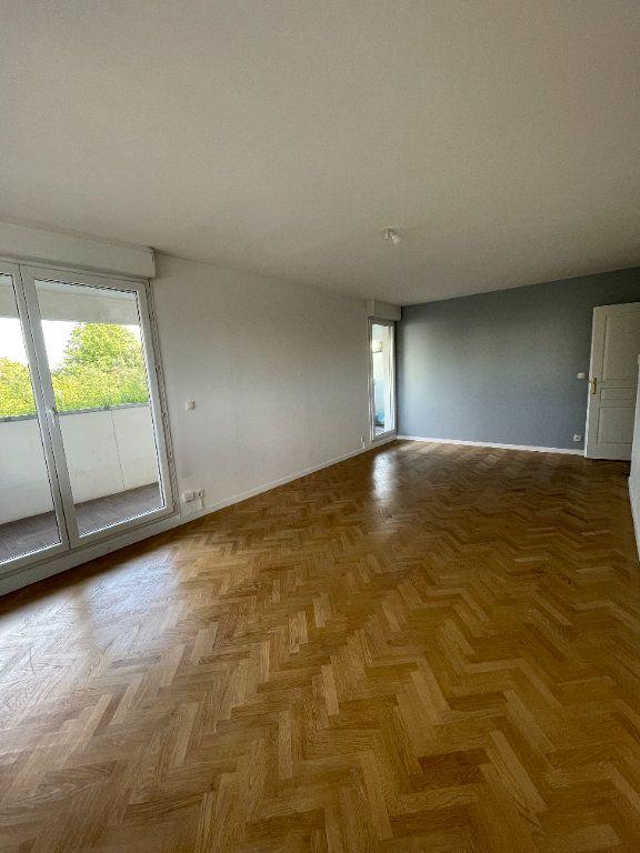 Appartement à louer 4 81.57m2 à Guyancourt vignette-2