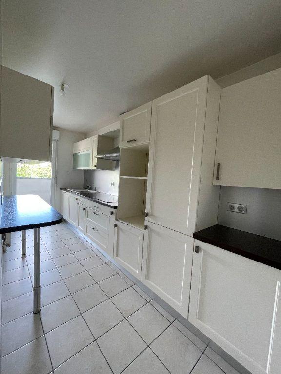 Appartement à louer 4 81.57m2 à Guyancourt vignette-3