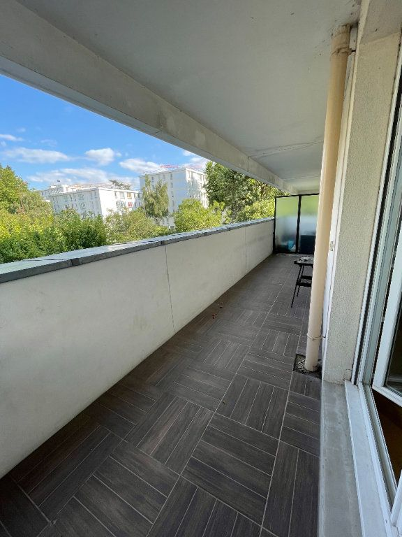 Appartement à louer 4 81.57m2 à Guyancourt vignette-4