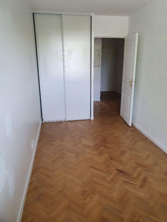 Appartement à louer 4 81.57m2 à Guyancourt vignette-6
