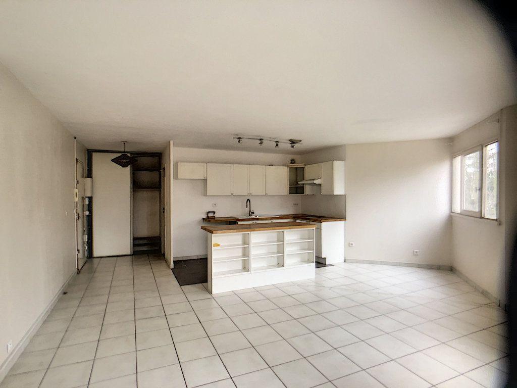 Appartement à louer 3 75.39m2 à Montigny-le-Bretonneux vignette-1