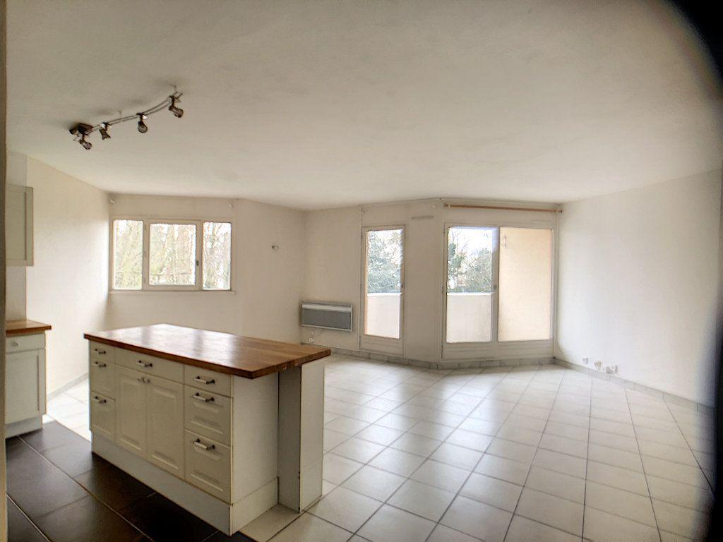 Appartement à louer 3 75.39m2 à Montigny-le-Bretonneux vignette-2