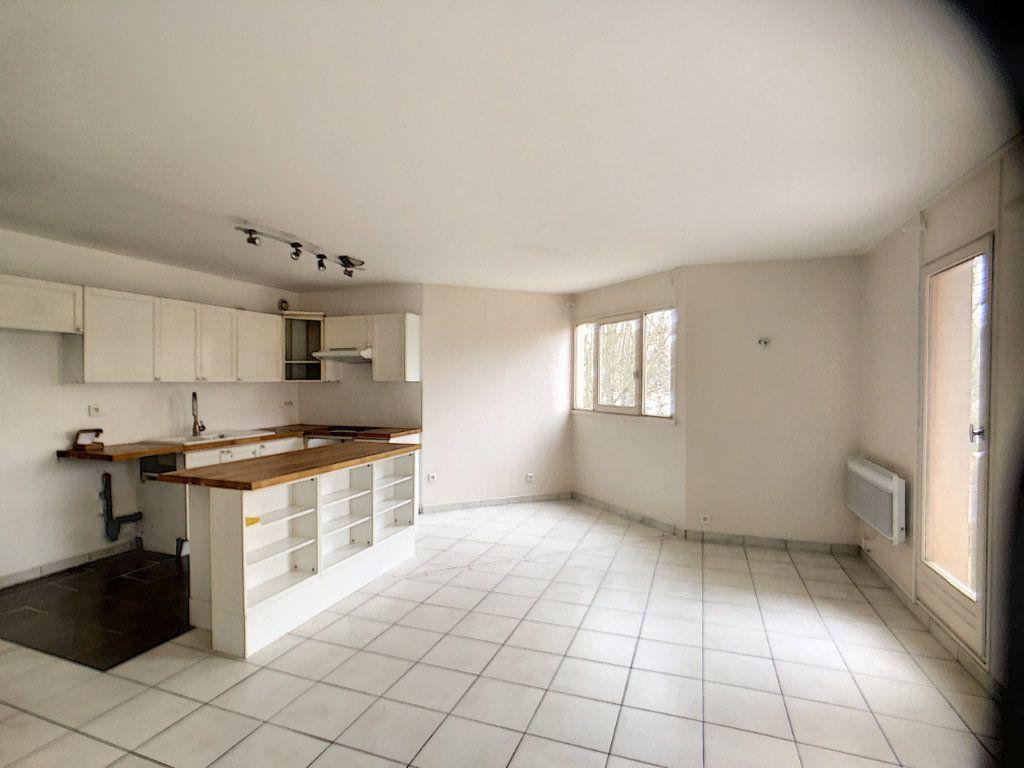 Appartement à louer 3 75.39m2 à Montigny-le-Bretonneux vignette-3