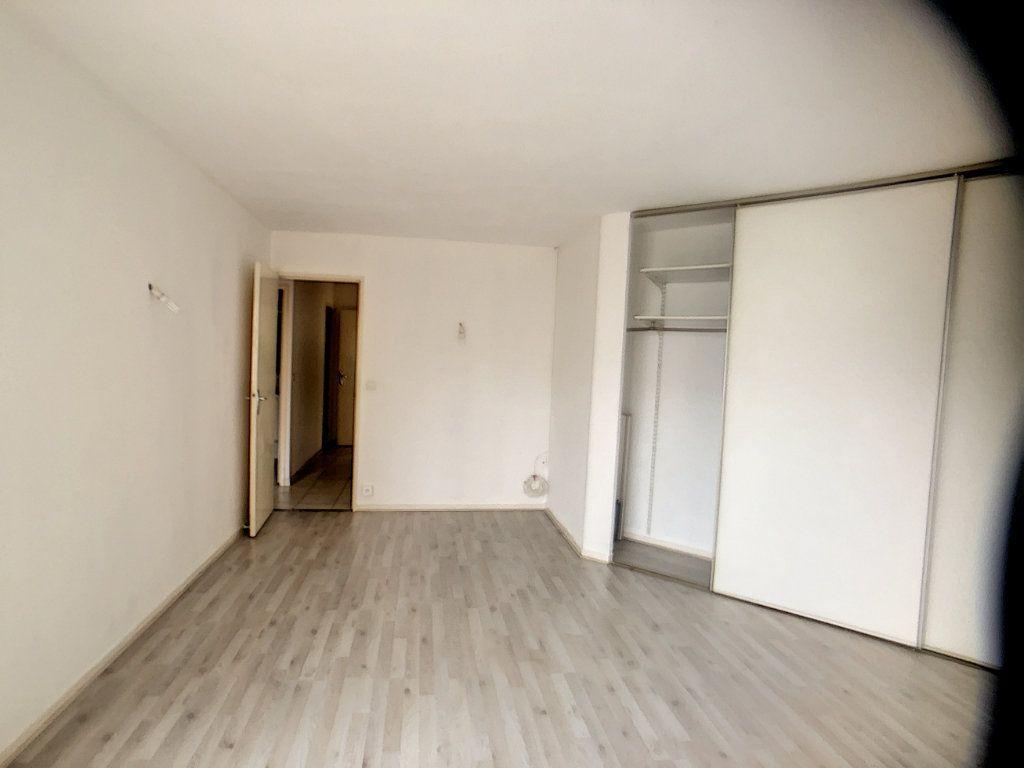 Appartement à louer 3 75.39m2 à Montigny-le-Bretonneux vignette-4