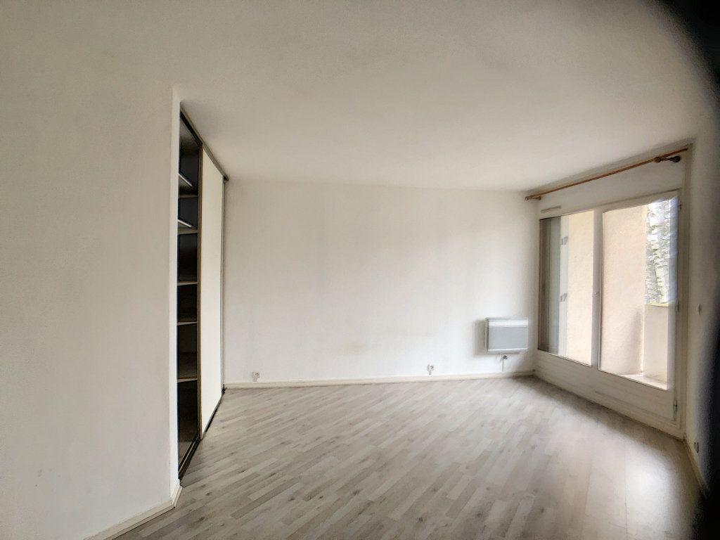 Appartement à louer 3 75.39m2 à Montigny-le-Bretonneux vignette-5