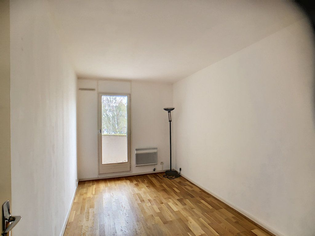 Appartement à louer 3 75.39m2 à Montigny-le-Bretonneux vignette-6