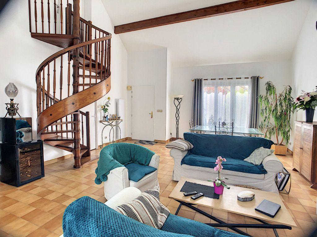 Maison à vendre 5 100m2 à Montigny-le-Bretonneux vignette-1