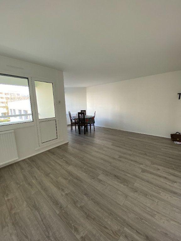 Appartement à louer 2 54.5m2 à Guyancourt vignette-1