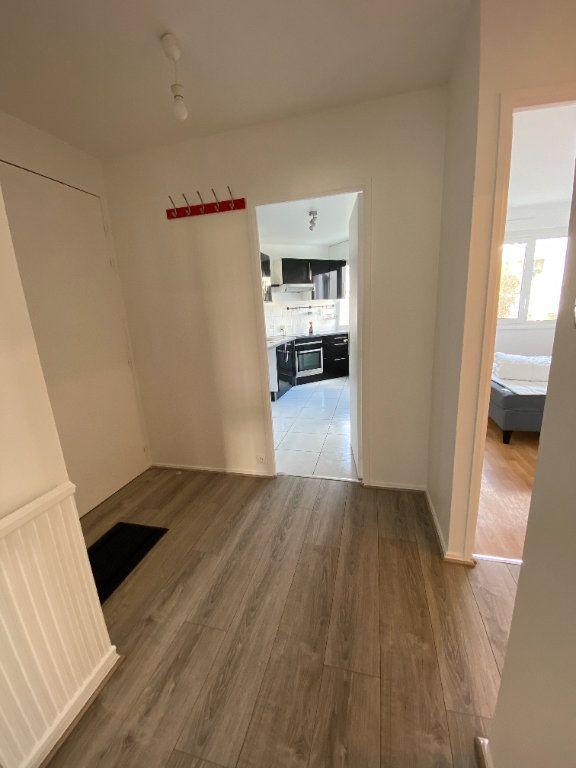 Appartement à louer 2 54.5m2 à Guyancourt vignette-2
