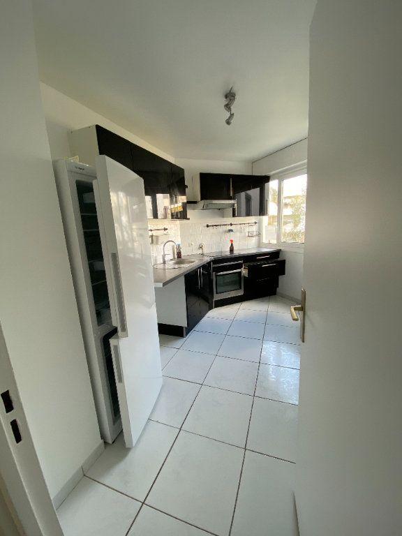 Appartement à louer 2 54.5m2 à Guyancourt vignette-3