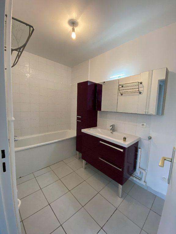 Appartement à louer 2 54.5m2 à Guyancourt vignette-4