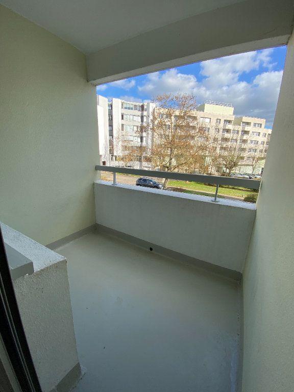 Appartement à louer 2 54.5m2 à Guyancourt vignette-6