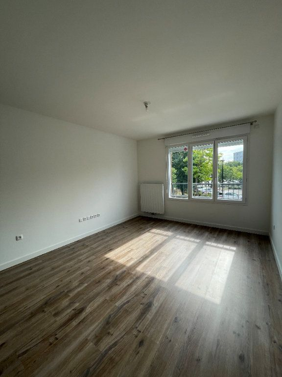 Appartement à louer 2 42.95m2 à Guyancourt vignette-1