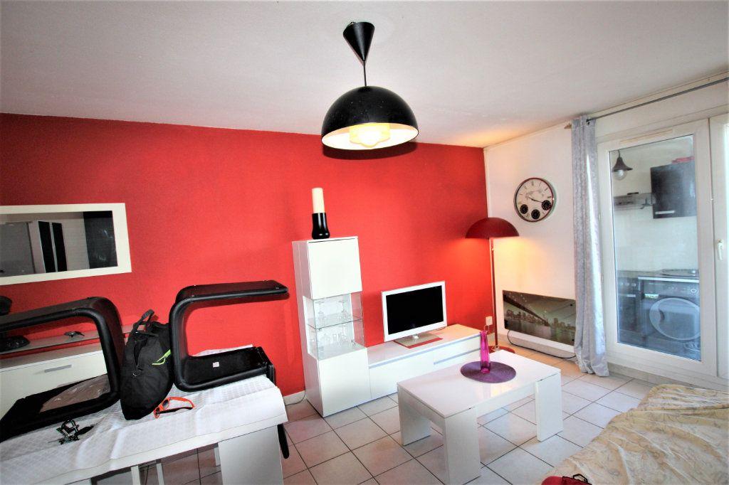 Appartement à louer 2 32.68m2 à Avignon vignette-1