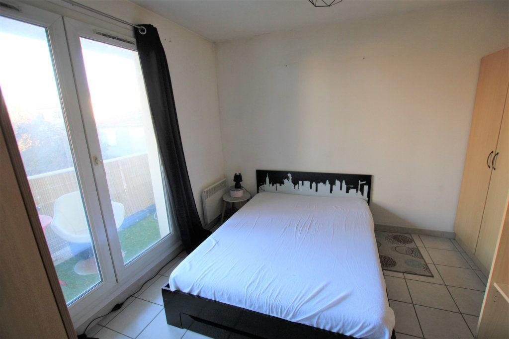 Appartement à louer 2 32.68m2 à Avignon vignette-2