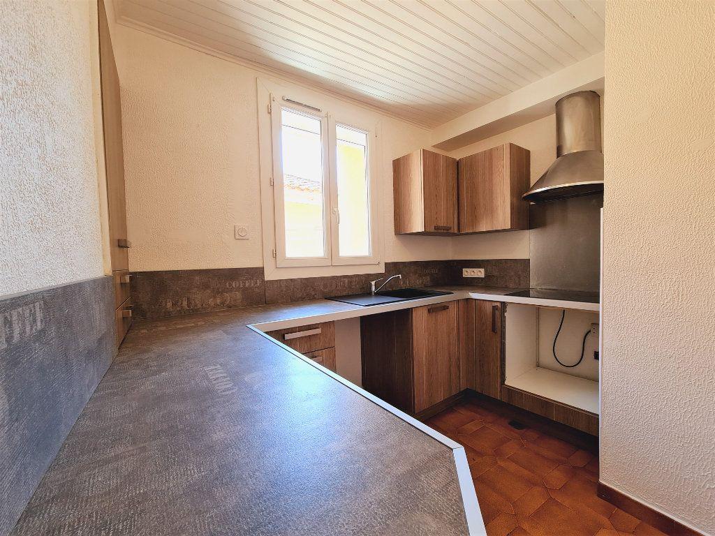 Maison à vendre 5 108m2 à Saint-Saturnin-lès-Avignon vignette-1