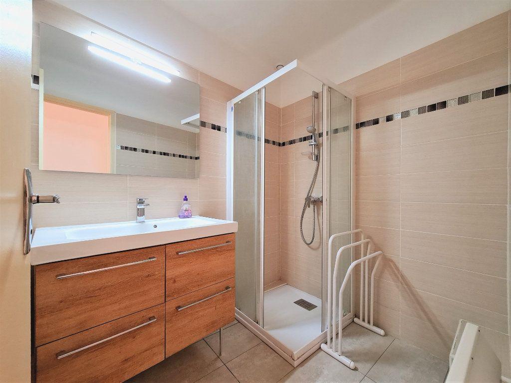 Maison à vendre 5 108m2 à Saint-Saturnin-lès-Avignon vignette-2