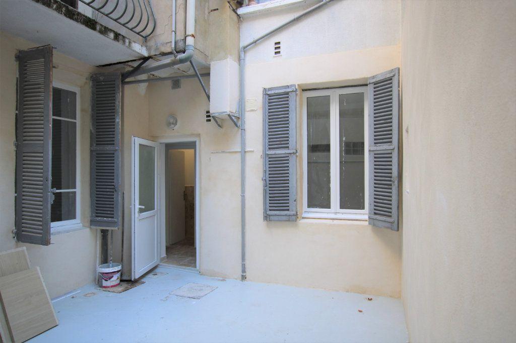 Appartement à louer 2 69m2 à Avignon vignette-2