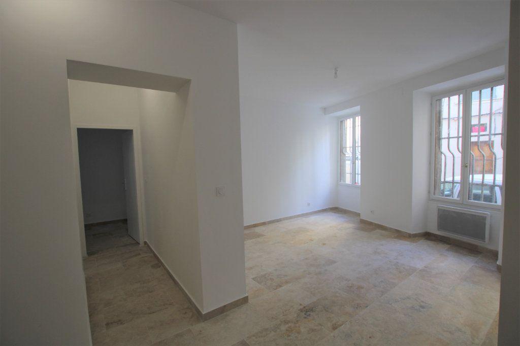 Appartement à louer 3 69m2 à Avignon vignette-4