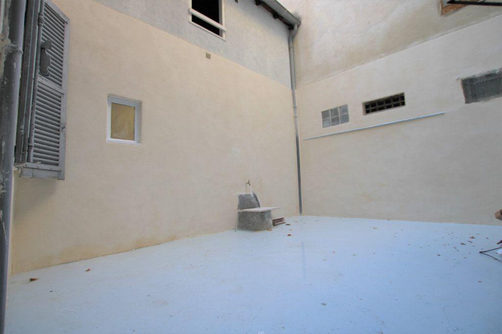 Appartement à louer 2 69m2 à Avignon vignette-9