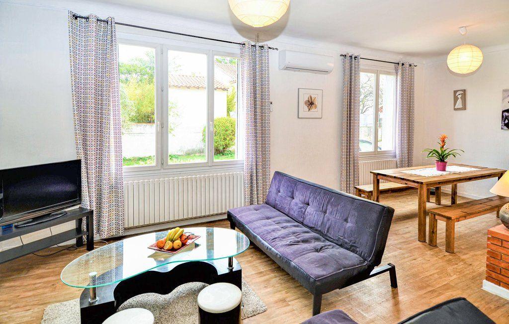 Maison à louer 4 90m2 à Saint-Saturnin-lès-Avignon vignette-3