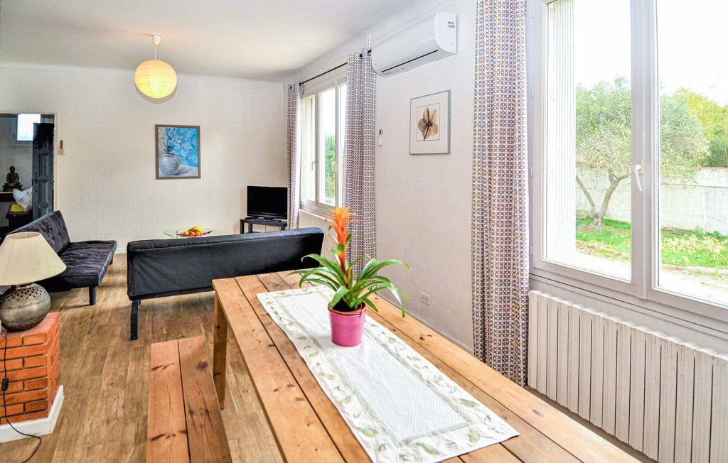 Maison à louer 4 90m2 à Saint-Saturnin-lès-Avignon vignette-4