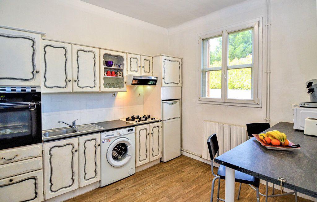 Maison à louer 4 90m2 à Saint-Saturnin-lès-Avignon vignette-5