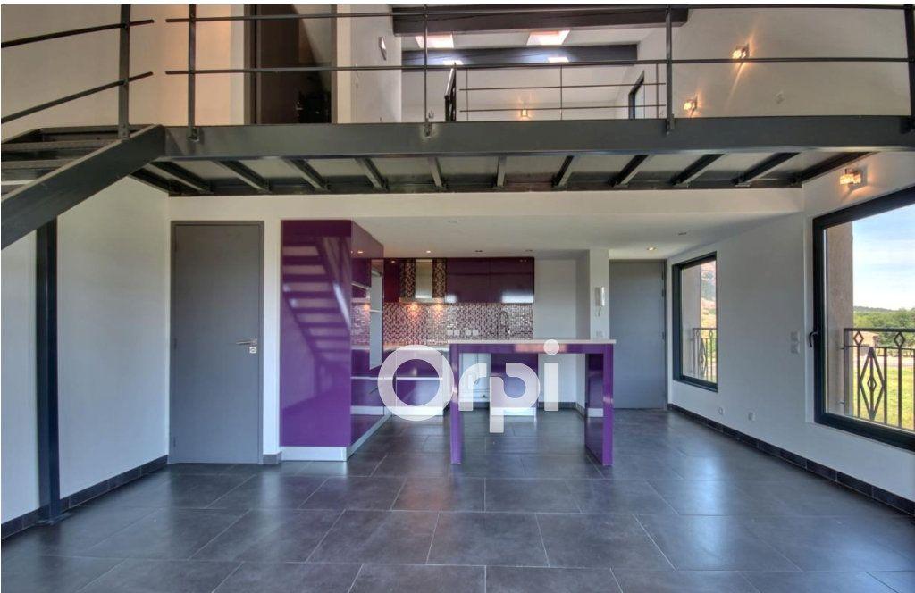 Appartement à vendre 3 65m2 à Roquebrune-sur-Argens vignette-1