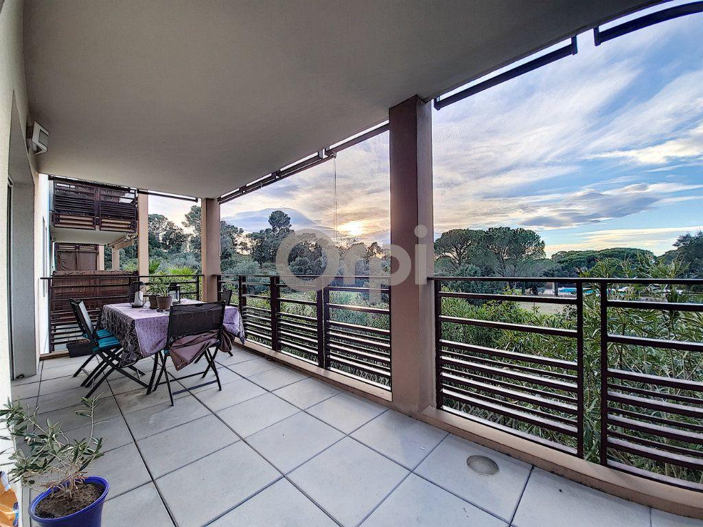 Appartement à vendre 3 64.55m2 à Fréjus vignette-1