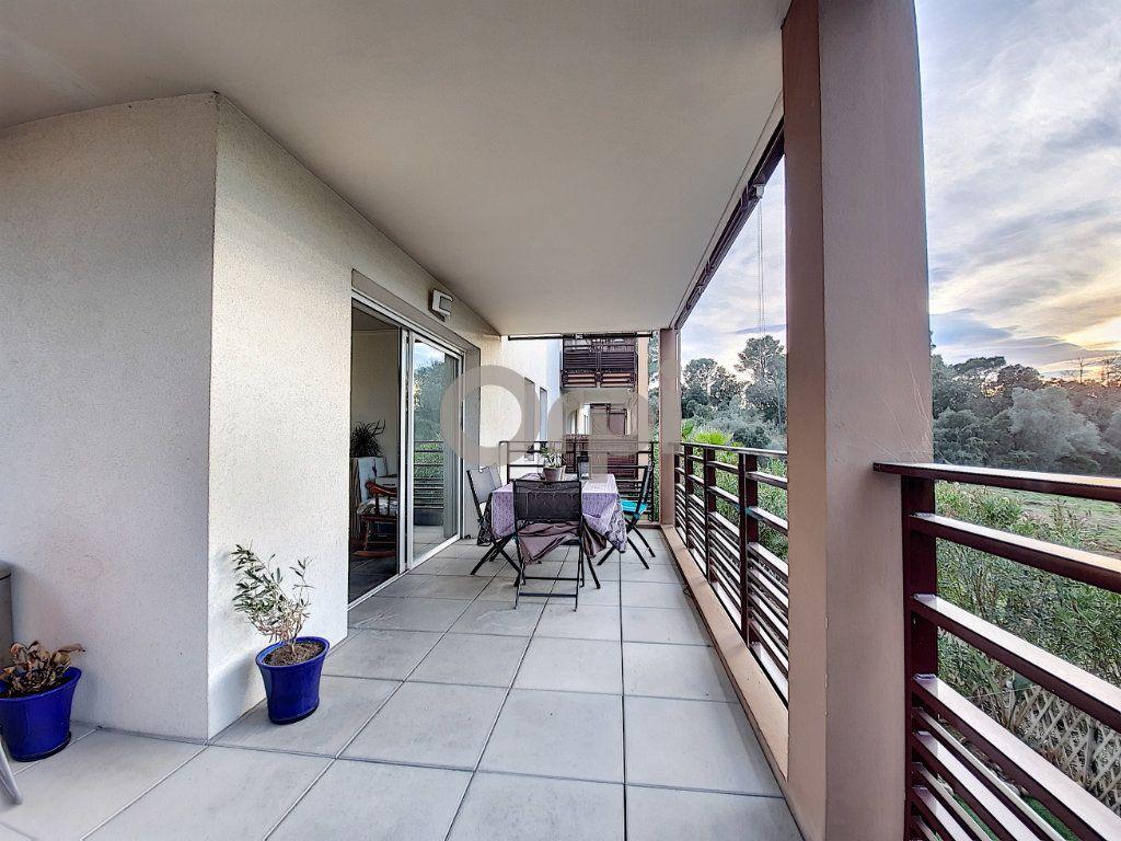 Appartement à vendre 3 64.55m2 à Fréjus vignette-2