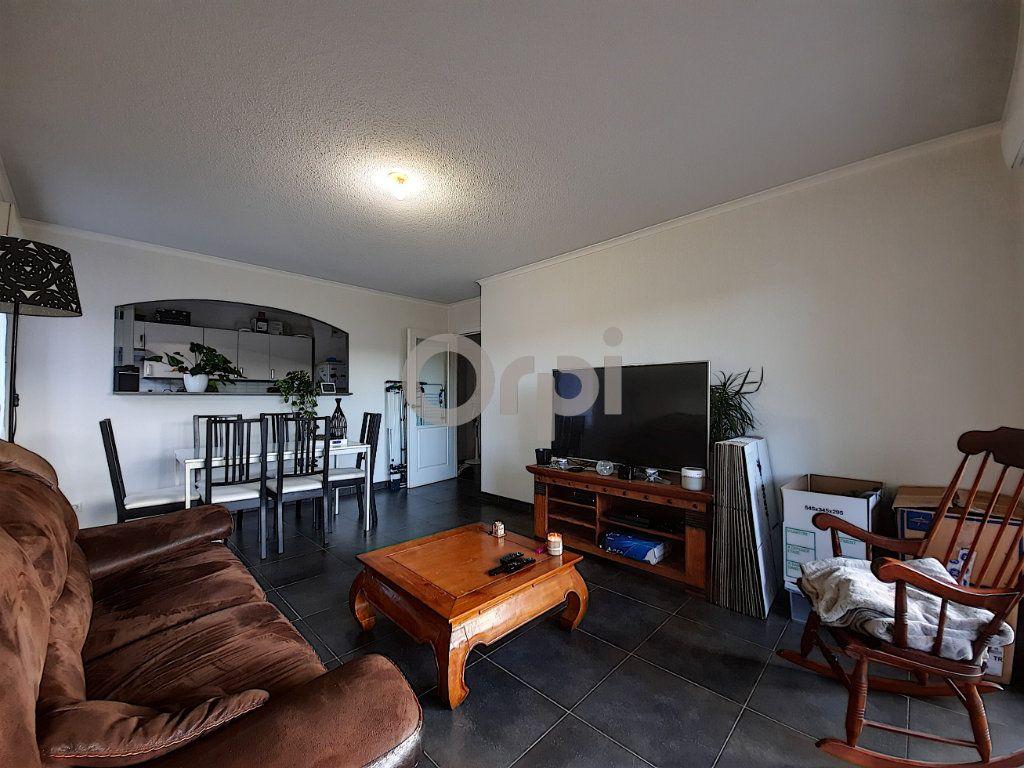 Appartement à vendre 3 64.55m2 à Fréjus vignette-3