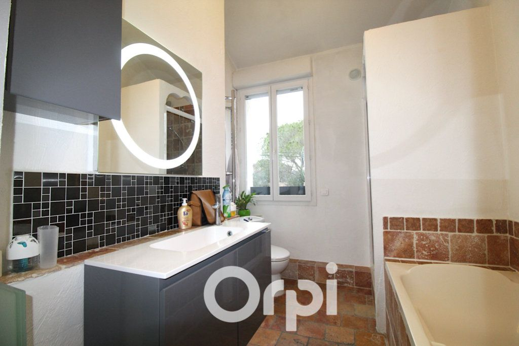 Maison à vendre 6 175m2 à Puget-sur-Argens vignette-3