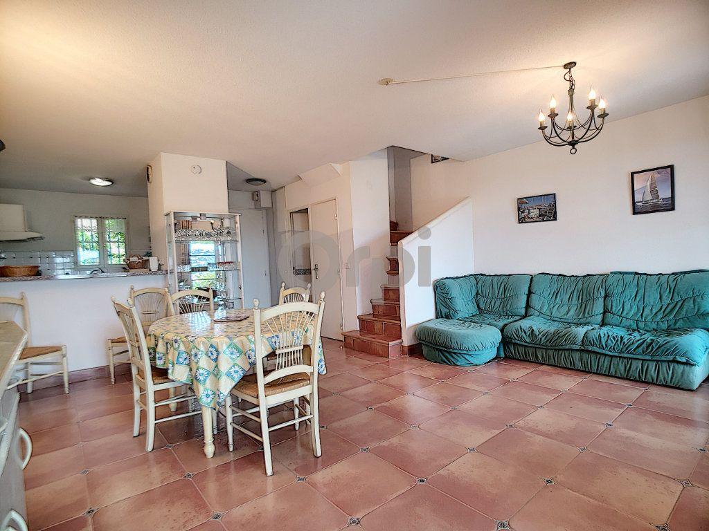 Maison à vendre 4 70.66m2 à Les Issambres - Roquebrune-sur-Argens vignette-6