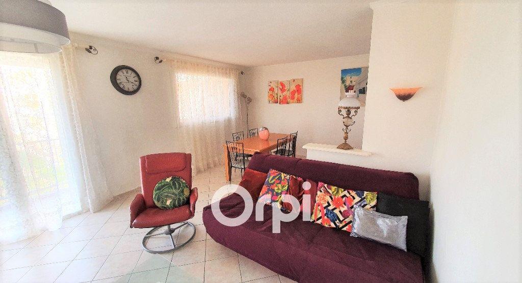 Appartement à vendre 4 82.74m2 à Fréjus vignette-1
