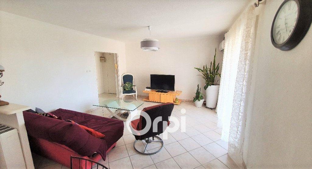 Appartement à vendre 4 82.74m2 à Fréjus vignette-2