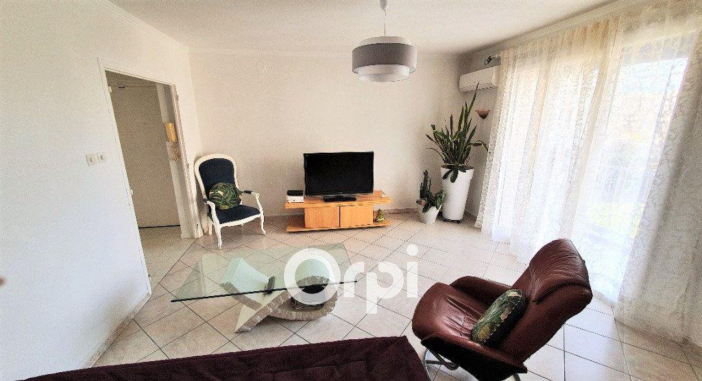 Appartement à vendre 4 82.74m2 à Fréjus vignette-3
