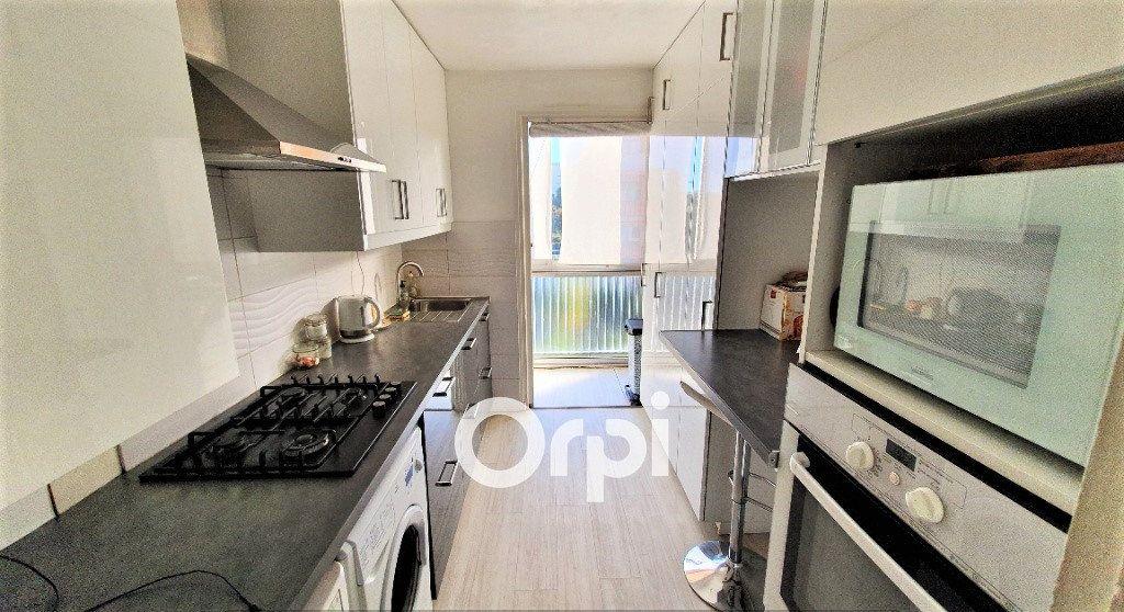 Appartement à vendre 4 82.74m2 à Fréjus vignette-4