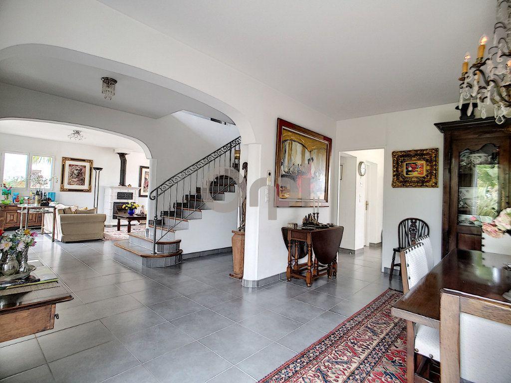 Maison à vendre 5 214m2 à Fréjus vignette-4