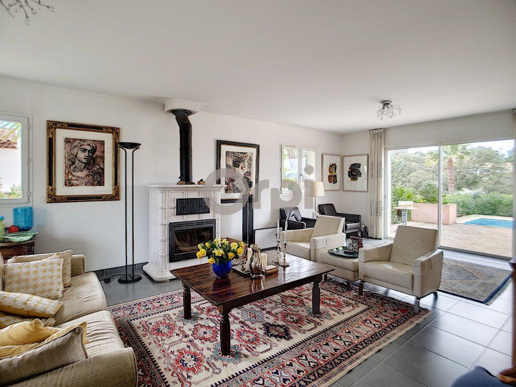 Maison à vendre 5 214m2 à Fréjus vignette-5