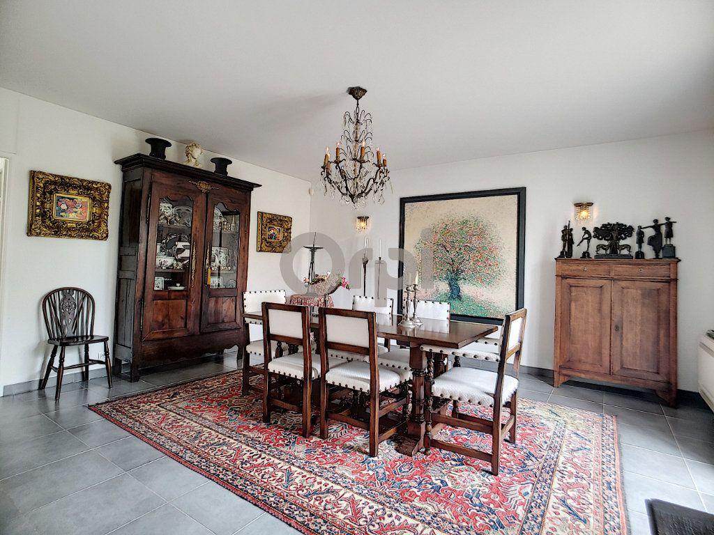 Maison à vendre 5 214m2 à Fréjus vignette-6