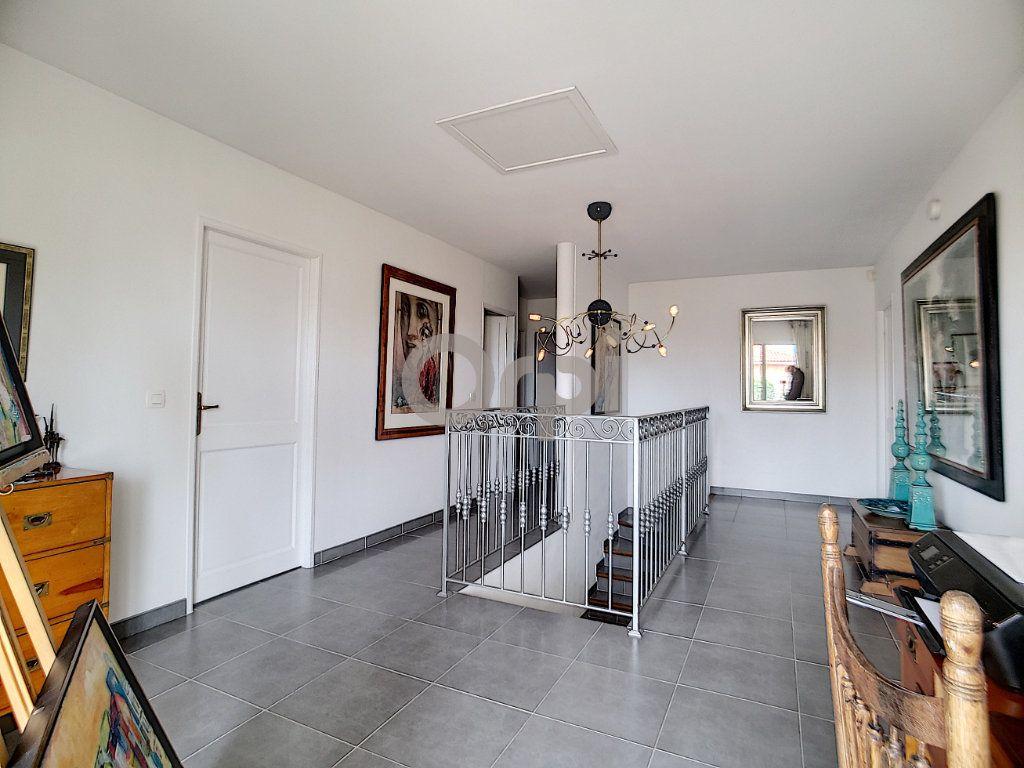 Maison à vendre 5 214m2 à Fréjus vignette-8