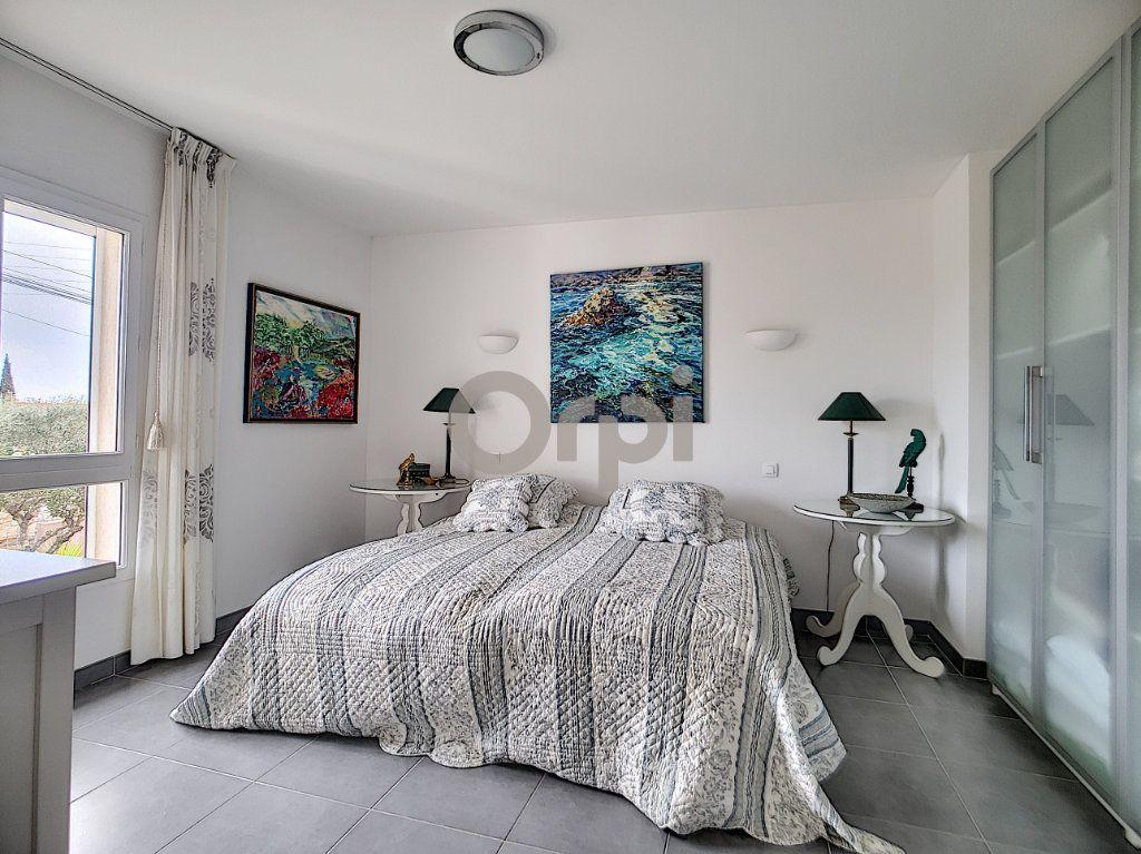 Maison à vendre 5 214m2 à Fréjus vignette-9